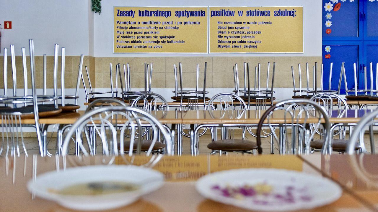 Policyjna interwencja w szkolnej stołówce (fot. arch.PAP/W.Pacewicz zdjęcie ilustracyjne)