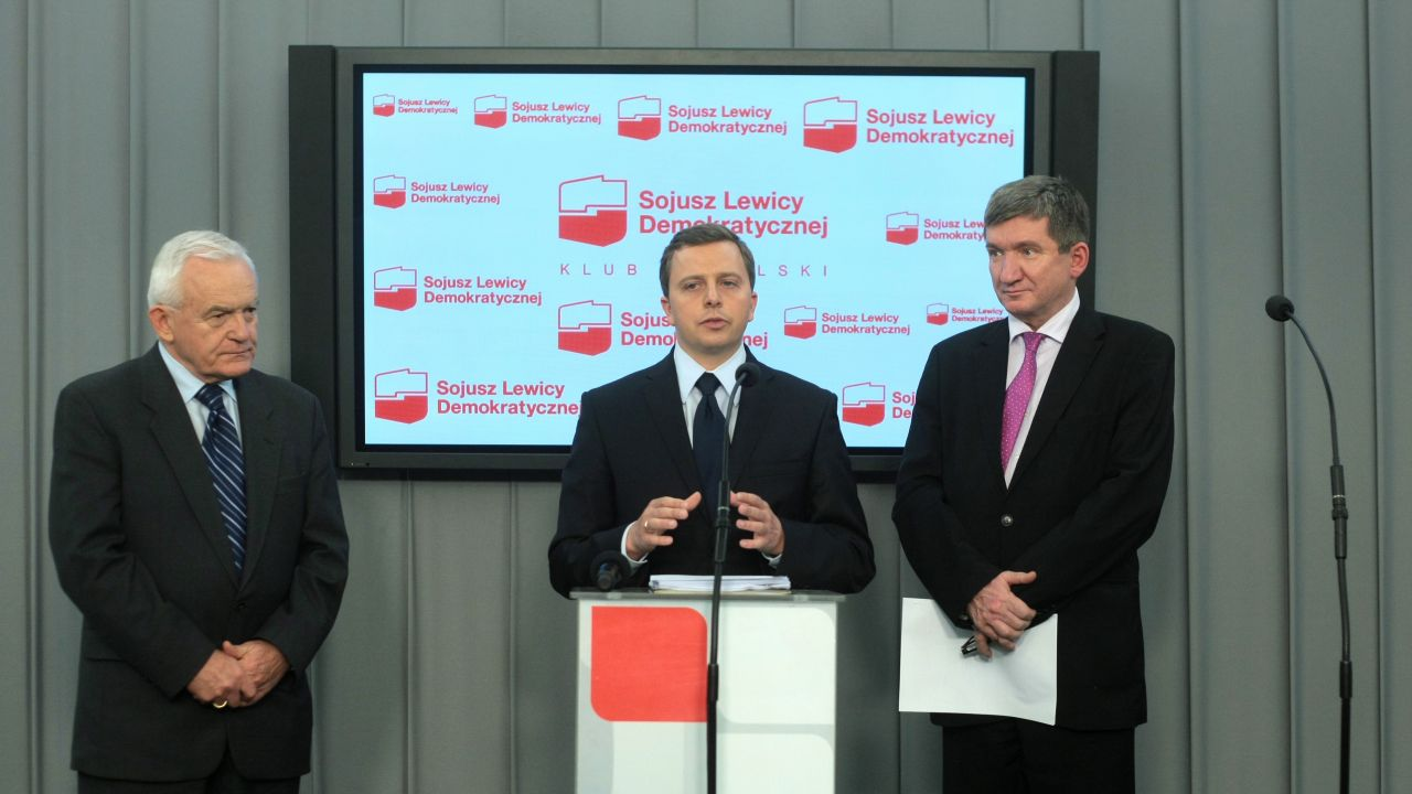 Leszek Miller, Dariusz Joński i Jerzy Wenderlich podczas środowego briefingu prasowego (fot. PAP/Leszek Szymański)
