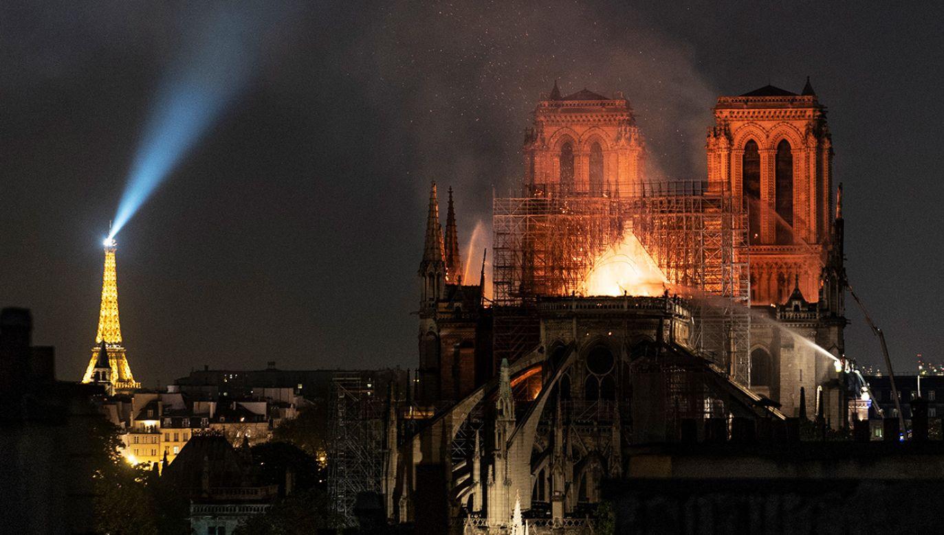 W pożarze katedry z 15 kwietnia spłonął dach i iglica świątyni (fot. Veronique de Viguerie/Getty Images)