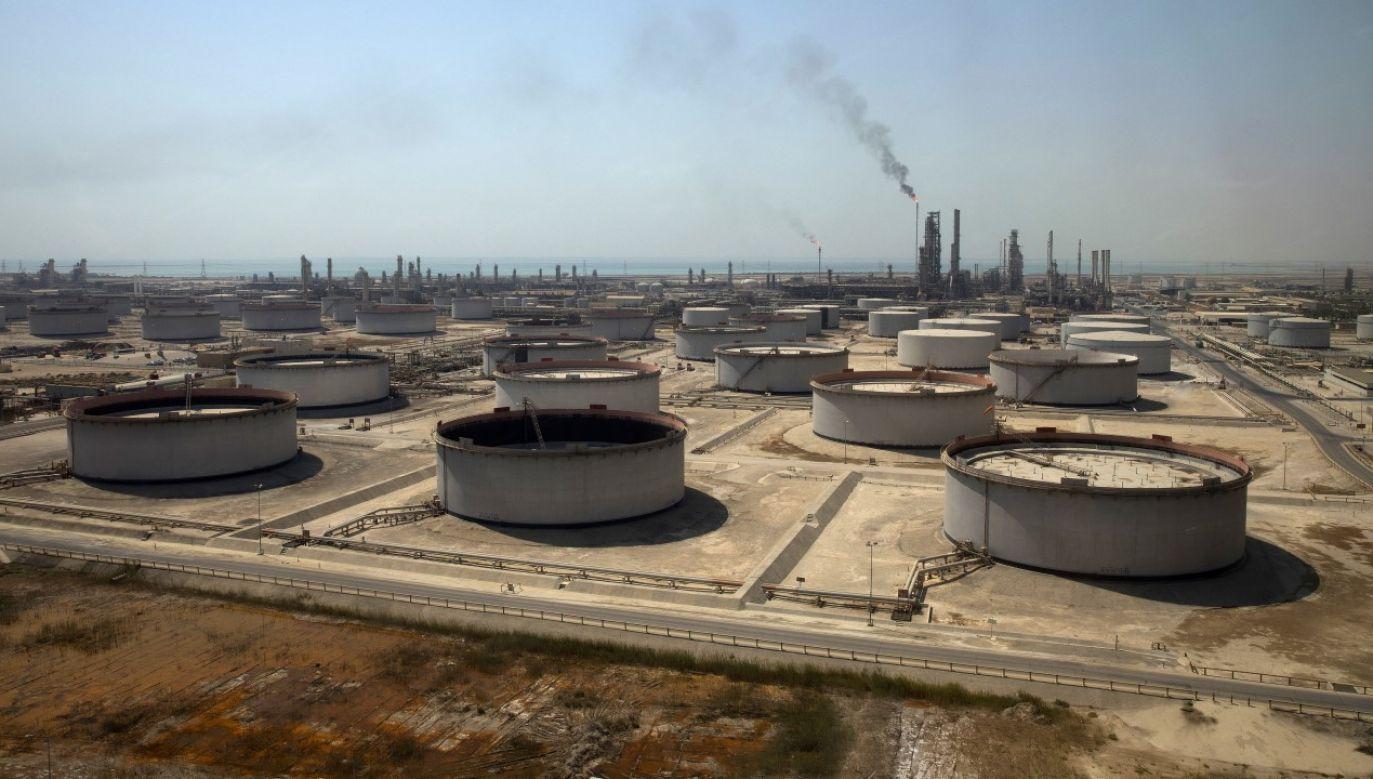 Rebelianci zaatakowali instalacje rafinerii i portu Ras Tanura (fot. Simon Dawson/Bloomberg via Getty Images)