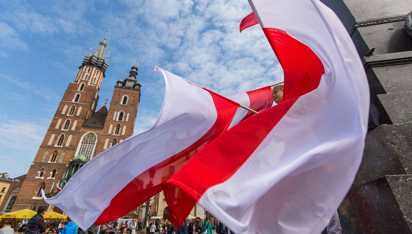 Na ulice naszych miast wyjdą tysiące Polaków, którzy wspólnie będą obchodzić to wyjątkowe święto (fot. Shutterstock/De Visu)