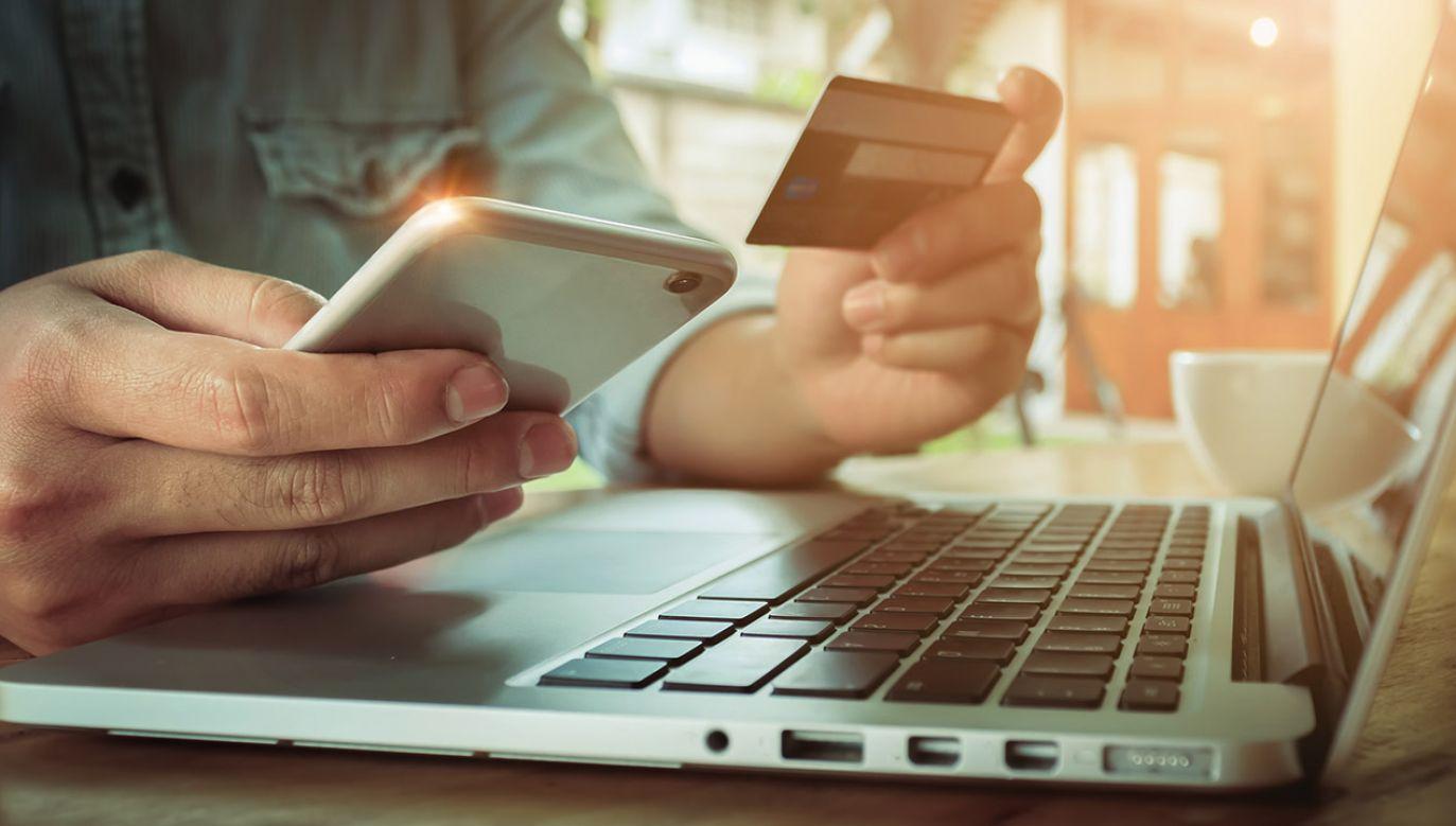 Korzystanie z wirtualnych kas fiskalnych może stanowić próbę wyłudzenia (fot. Shutterstock/ Jirapong Manustrong)
