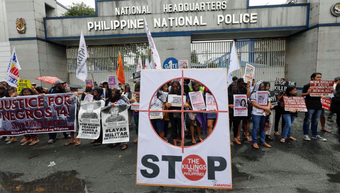 Mieszkańcy Filipin protestują przeciwko pozasądowym wyrokom śmierci (fot. PAP/EPA/ROLEX DELA PENA)