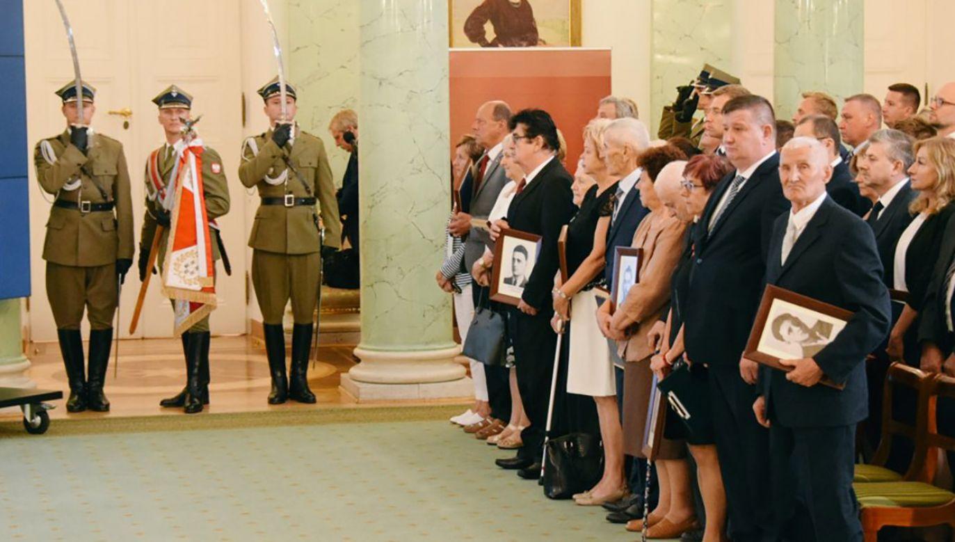 """""""Ta uroczystość to wielkie zwycięstwo tych, którzy mieli zostać wyparci z pamięci"""" (fot. tt/@Kombatanci)"""