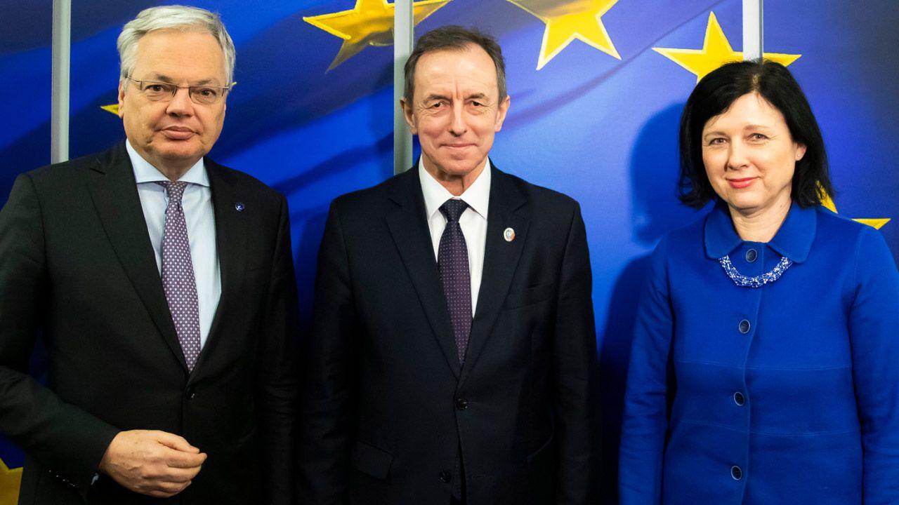 W środę marszałek Senatu spotkał się z wiceszefową KE Vierą Yourovą oraz komisarzem ds. sprawiedliwości Didierem Reindersem (fot. tt/@PolskiSenat)