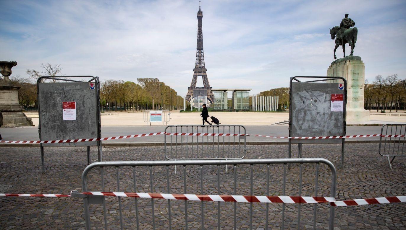 Okres kwarantanny według pierwotnych planów ma zakończyć się 15 kwietnia, ale francuskie władze zapowiadają, że środki mogą zostać przedłużone (fot. PAP/EPA/IAN LANGSDON)