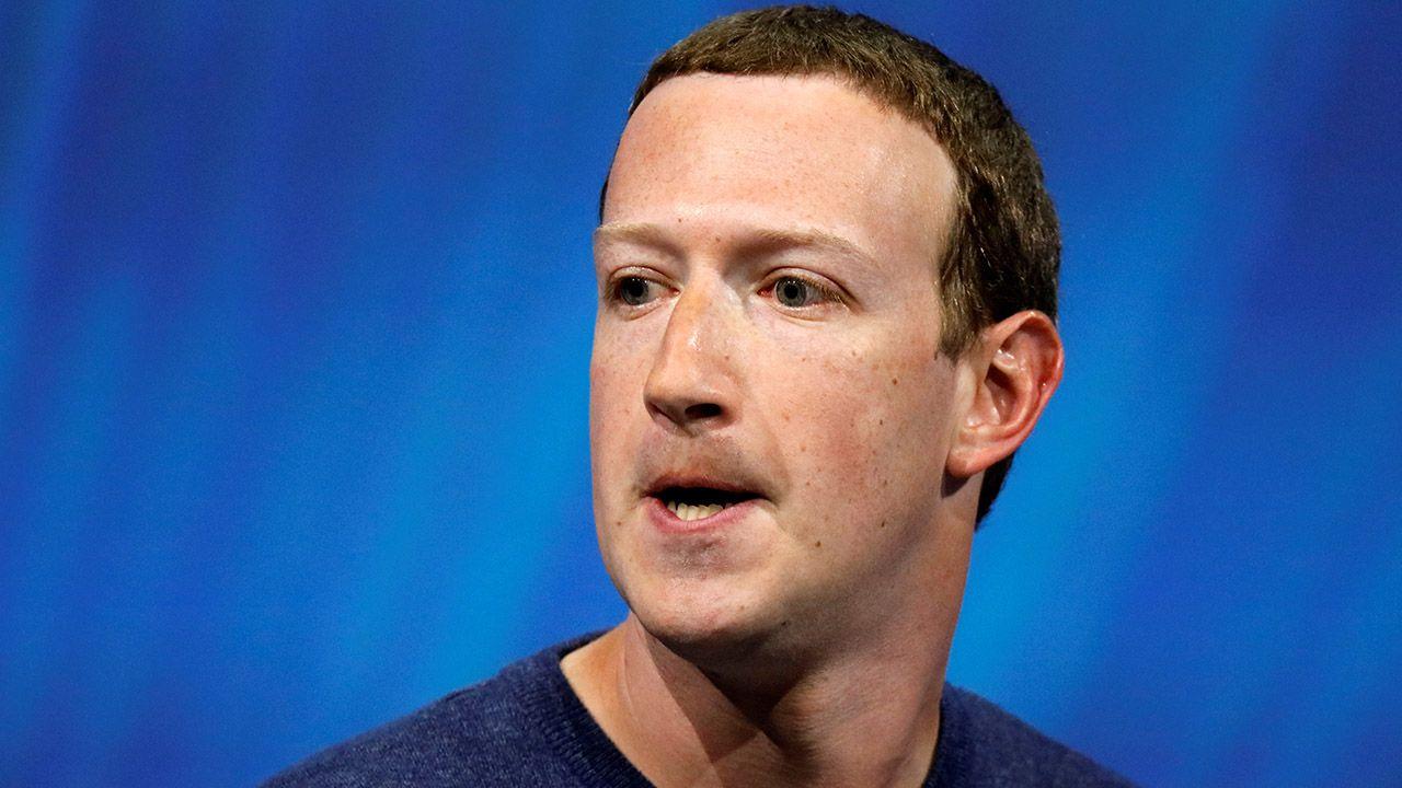 Jeszcze nigdy w historii żadna firma nie straciła w jeden dzień tylu pieniędzy co Facebook (fot.  REUTERS/Charles Platiau)