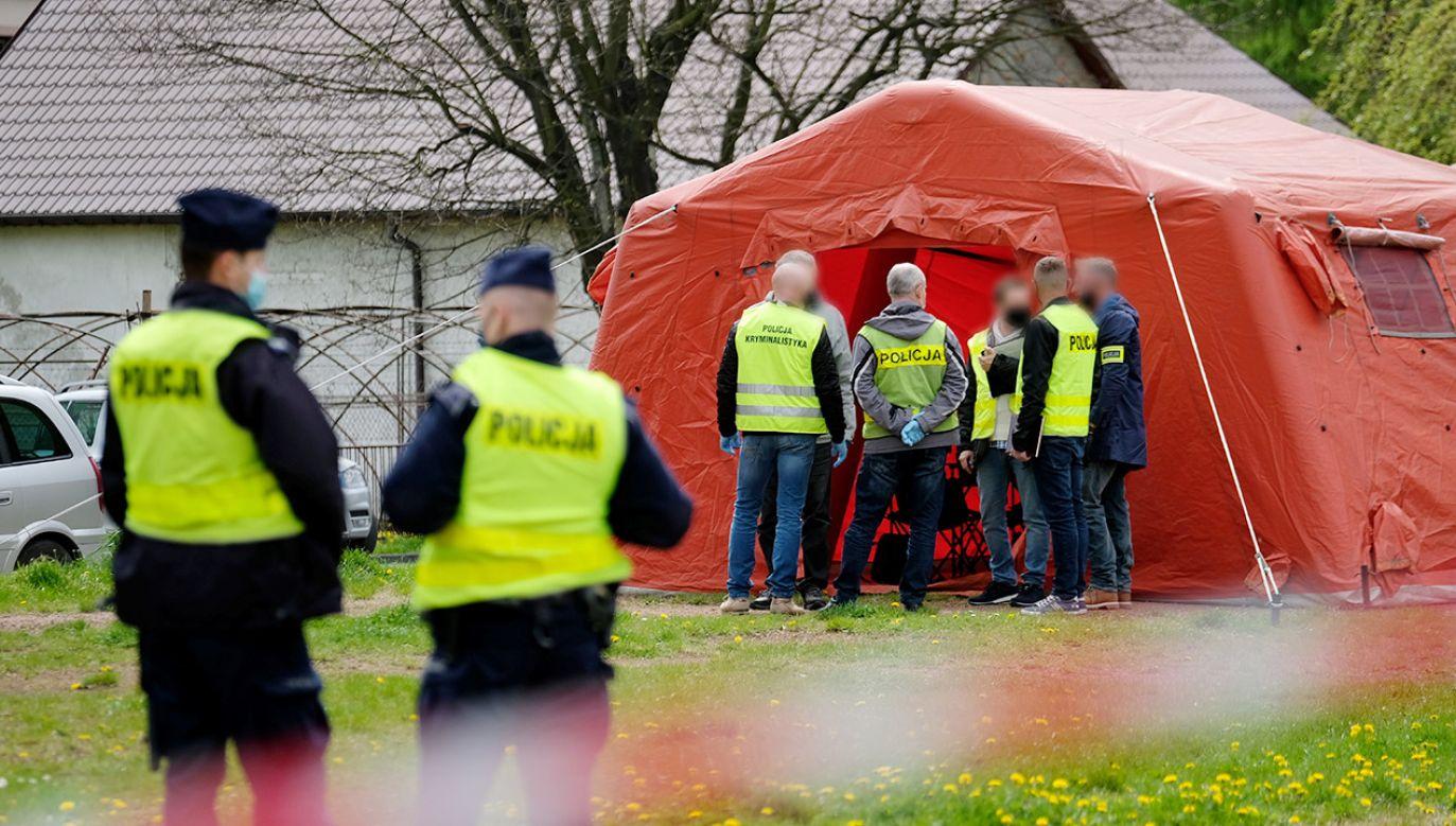 Funkcjonariusz, mimo reanimacji, zmarł (fot. PAP/Andrzej Grygiel)