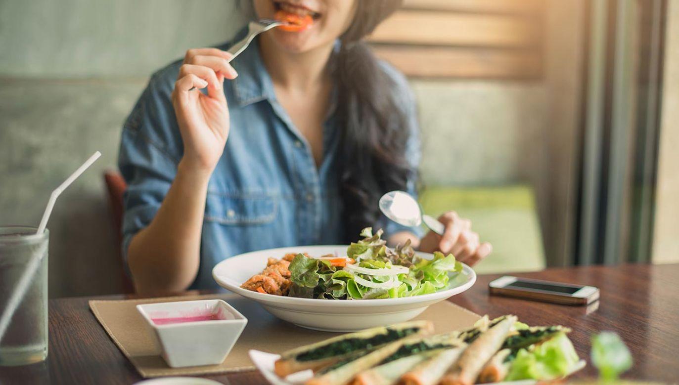 Czym innym jest jeść, a czym innym odżywiać się (fot. Shutterstock/bluedog studio)
