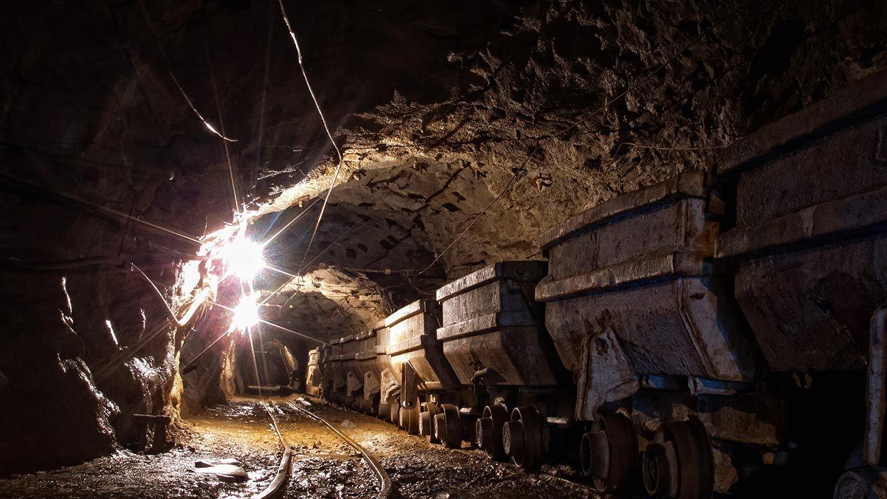 Uwięzionym górnikom udało się przekazać ekipie ratunkowej odręczną notatkę (fot. Shutterstock/A_Dozmorov)