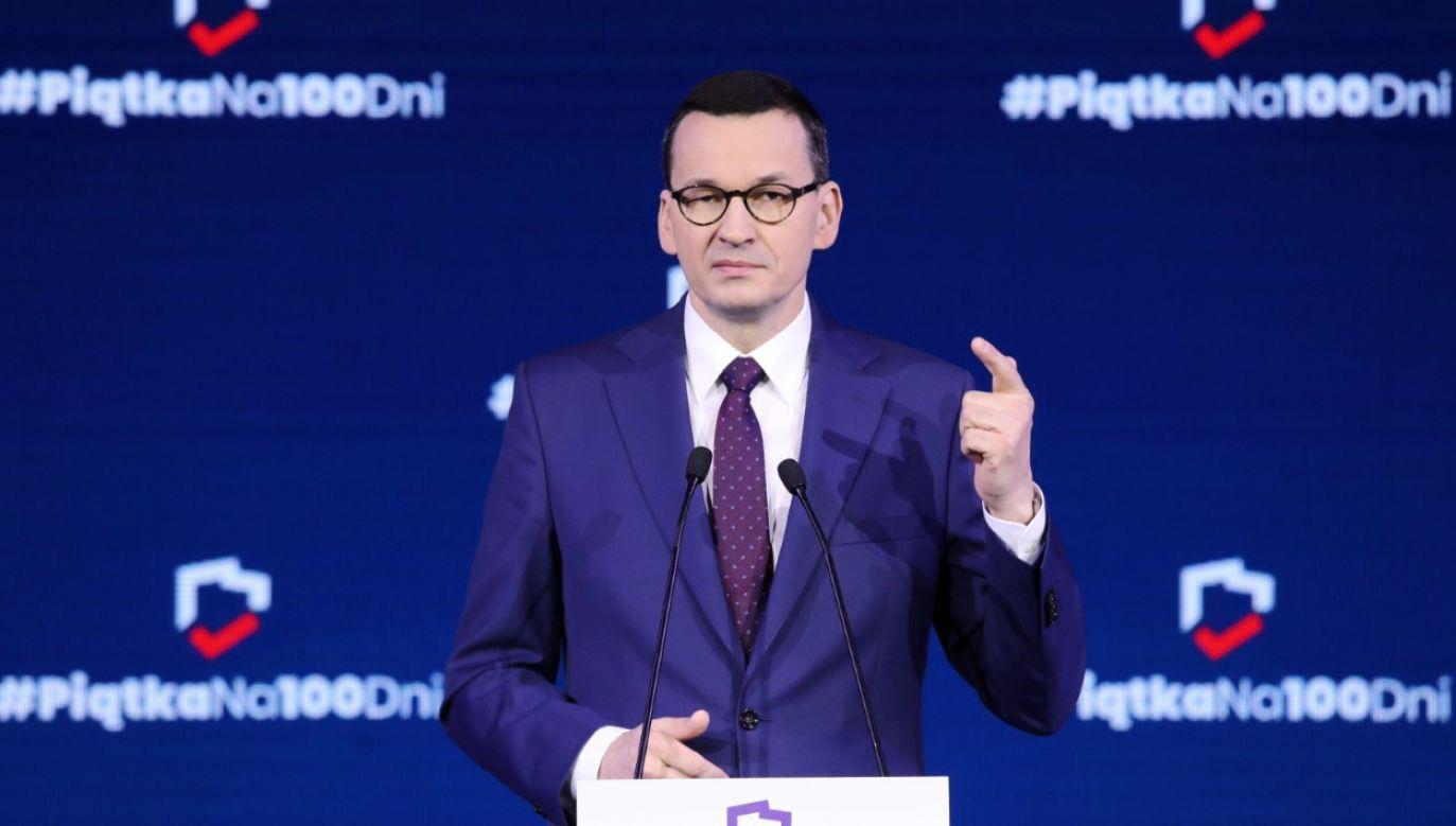 """W trakcie konwencji podsumowywana jest realizacja obietnic wyborczych """"Piątki na 100 dni"""" (fot. PAP/Tomasz Gzell)"""