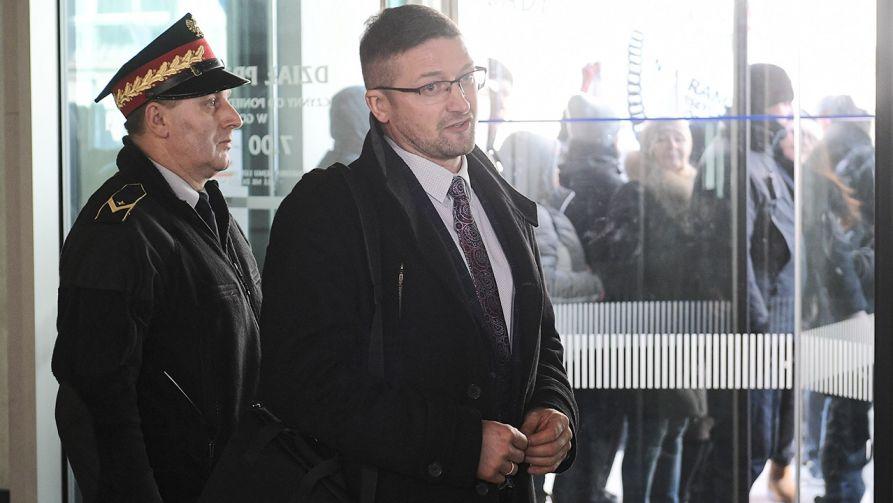Sędzia Juszczyszyn przybył do Kancelarii Sejmu, by przejrzeć listy poparcia do KRS (fot. PAP/Marcin Obara)