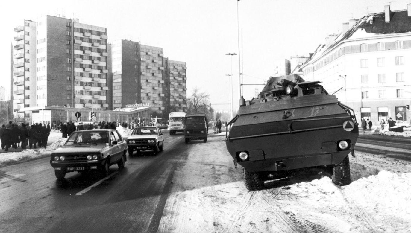 W nocy z 12 na 13 grudnia 1981 roku władze PRL na czele z Wojciechem Jaruzelskim wprowadziły w kraju stan wojenny (fot. arch.PAP/Ireneusz Sobieszczuk)