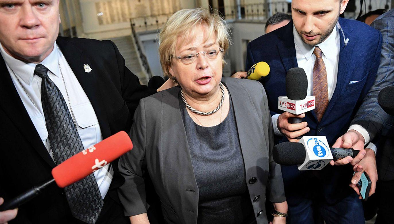 """""""Wzywamy Panią Pierwszą Prezes Sądu Najwyższego do zaprzestania formułowania nieprawdziwych wypowiedzi"""" (fot. PAP/Piotr Nowak)"""