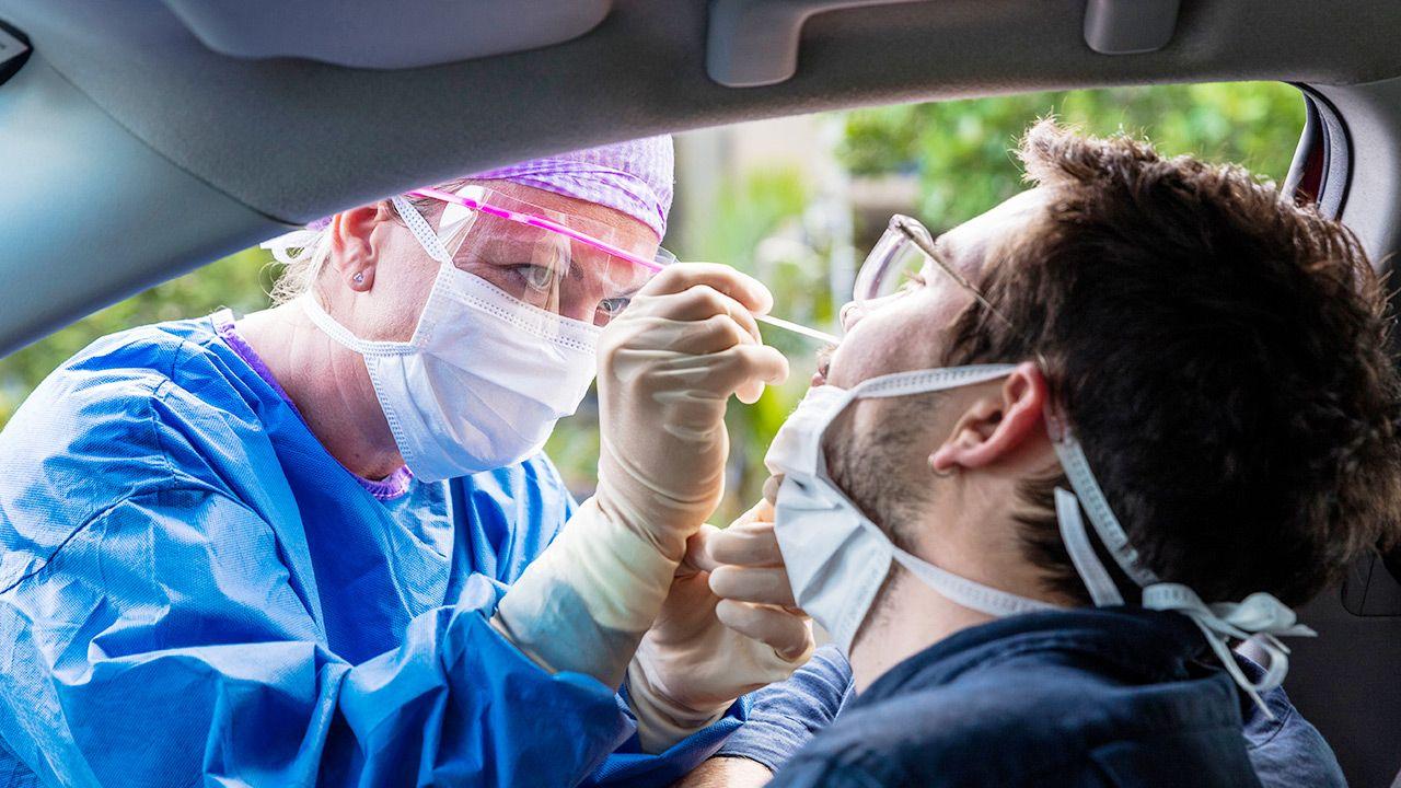 Mężczyźni są bardziej narażeni na powikłania po COVID-19 (fot. Shutterstock/zstock)