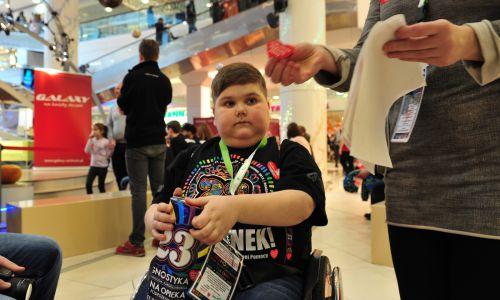 11-letni wolontariusz Łukasz Berezak, znów gra z WOŚP (fot. PAP/Marcin Bielecki)
