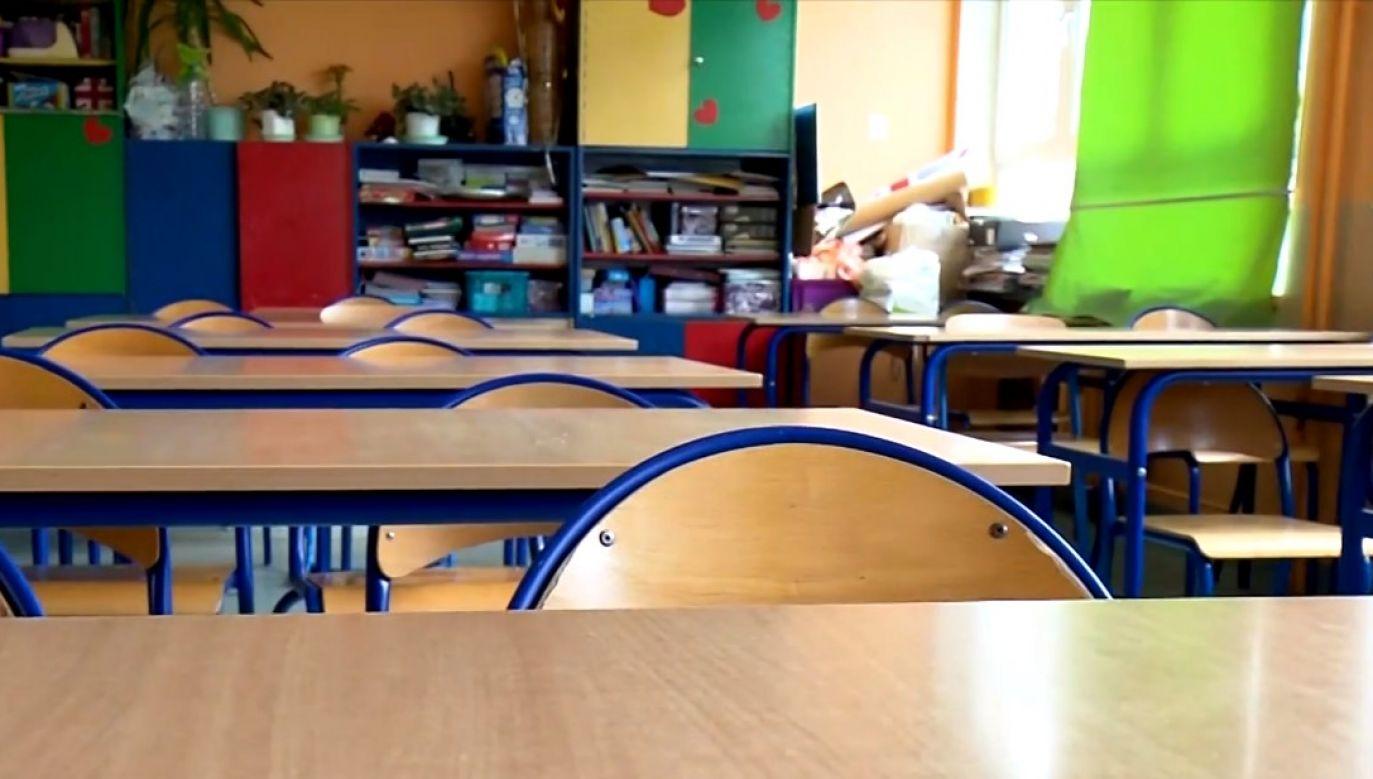"""Z powodu epidemii koronawirusa zamknięte są szkoły (fot. """"Wiadomosci"""" TVP)"""