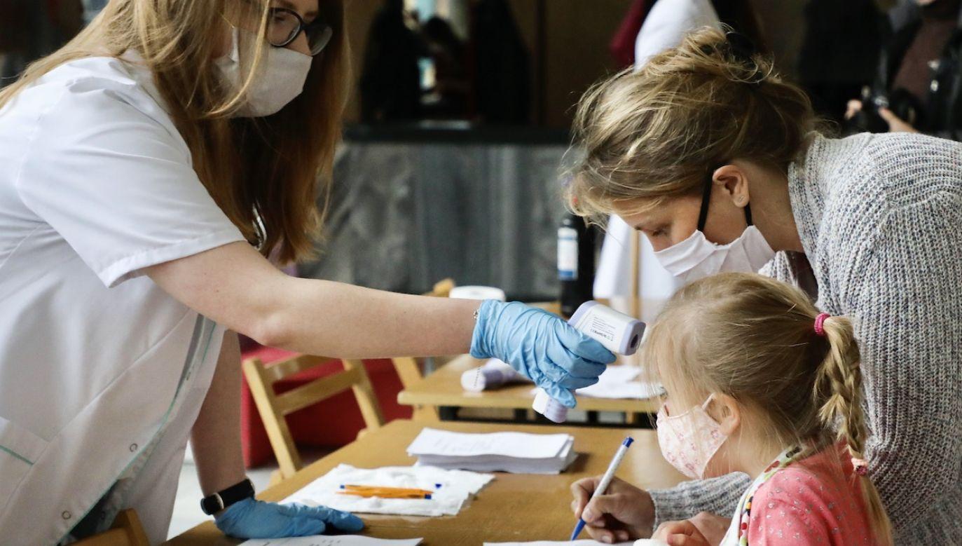 W ciągu doby z zakażenia koronawirusem wyzdrowiało 175 chorych (fot. Beata Zawrzel/NurPhoto via Getty Images, zdjęcie ilustracyjne)