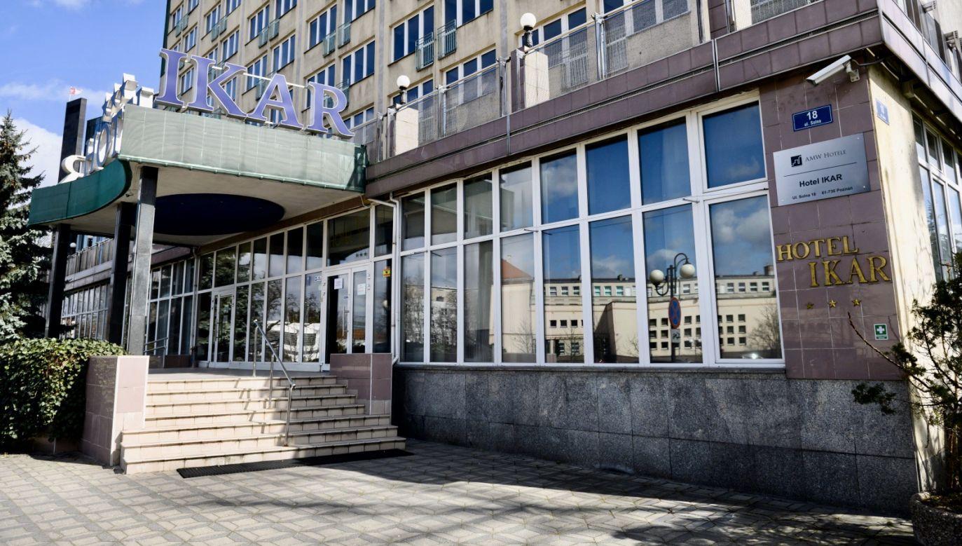 W budynku izolatorium zostały wyznaczone nieprzecinające się strefy poruszania i przebywania dla osób chorych i zdrowych (fot. PAP/Jakub Kaczmarczyk)
