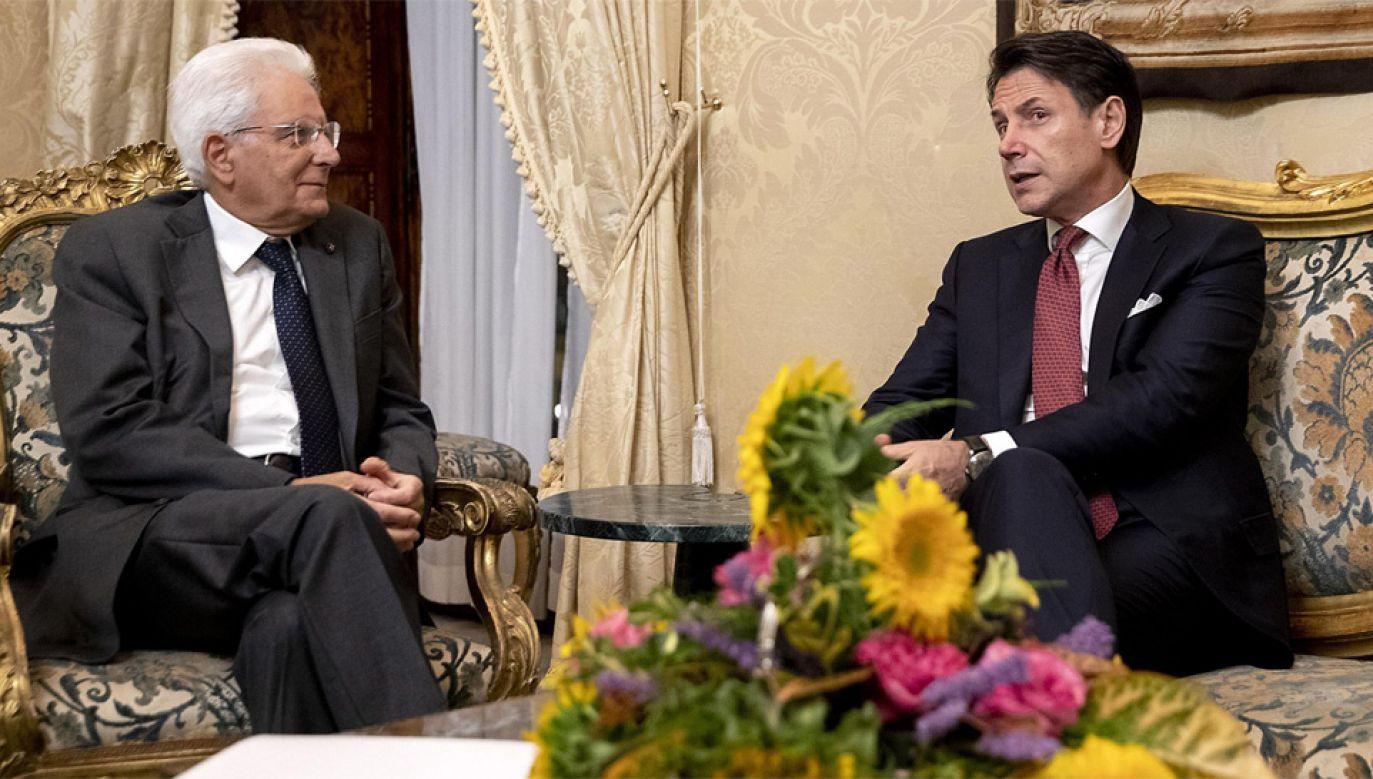 Prezydent Sergio Mattarella (z lewej) przyjął rezygnację premiera Giuseppe Contego (fot. PAP/EPA/PAOLO GIANDOTTI HANDOUT)