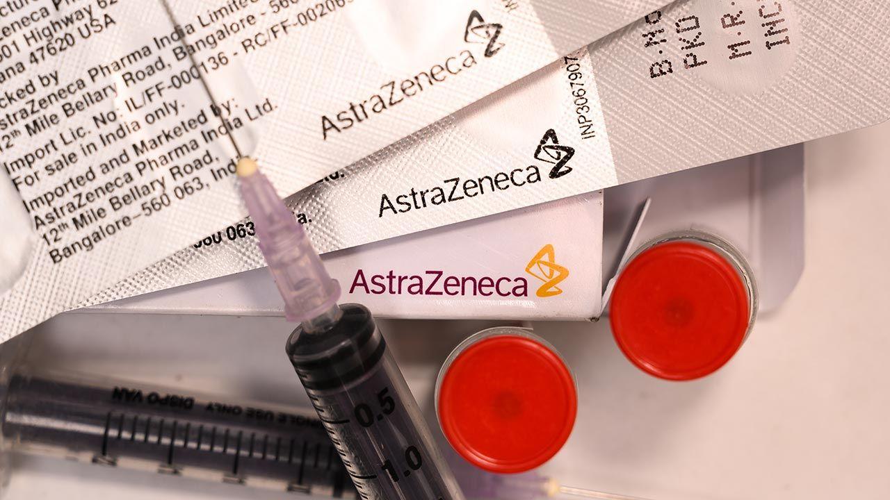 """""""Korekta kursu"""" – ocenia zmiany w szczepieniach przeciw COVID-19 ekspert (fot. Soumyabrata Roy/NurPhoto via Getty Images)"""