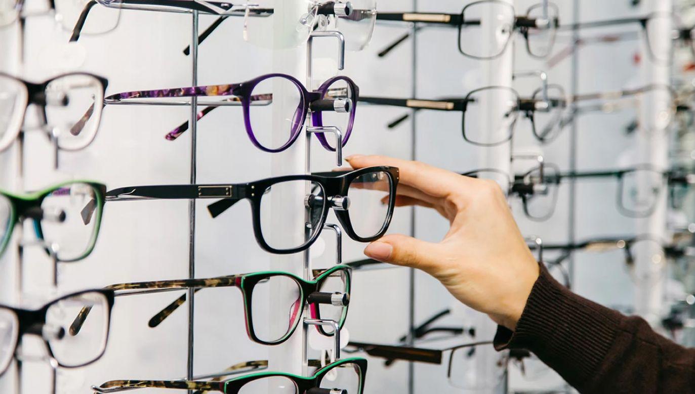 Naukowcy stworzyli powłokę która zamienia w noktowizor nawet zwykłe okulary (fot. Shutterstock/Terelyuk)