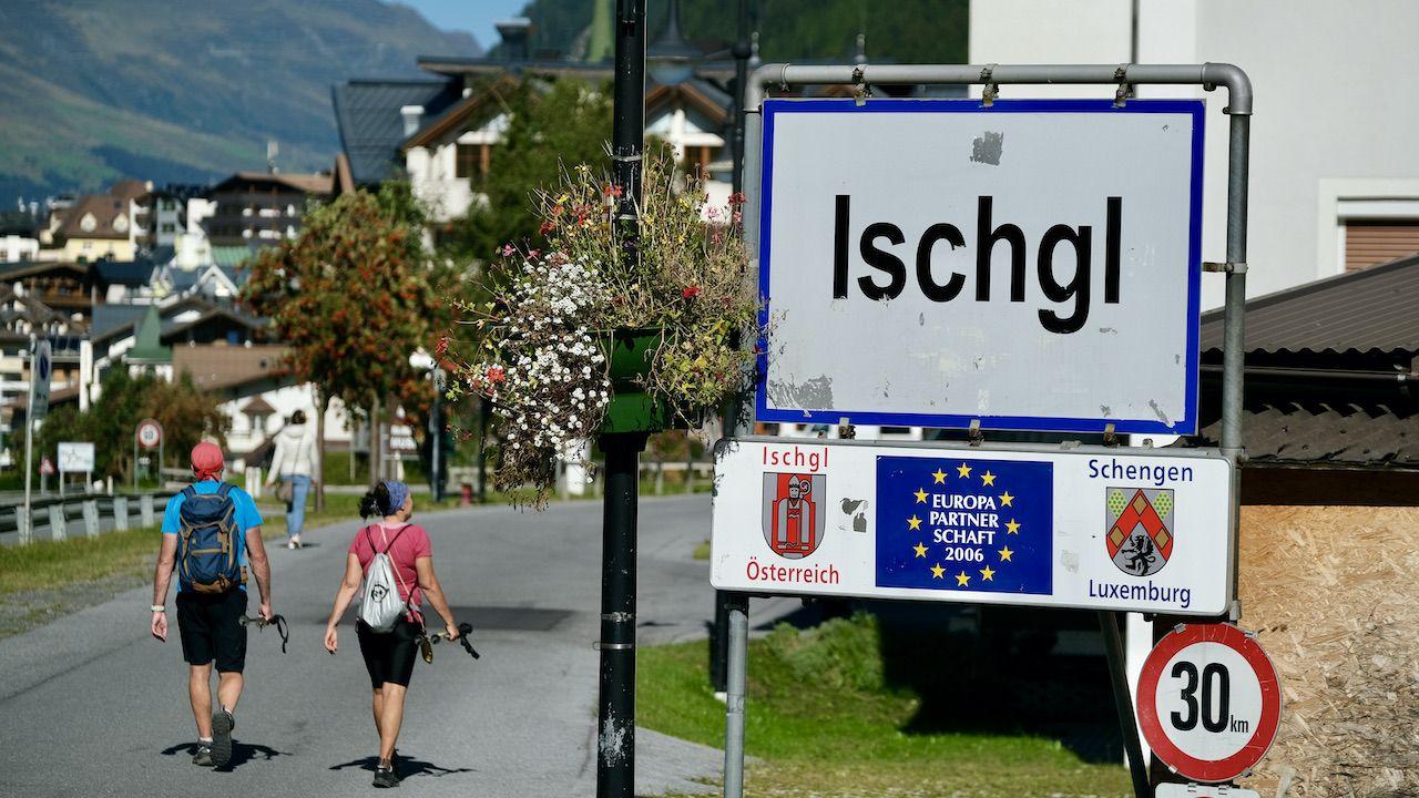 Proces wz. z epidemią koronawirusa wśród turystów w narciarskim ośrodku Ischgl (fot. Sean Gallup/Getty Images)