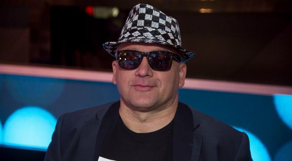 """Tadeusz Suchlik jest specjalistą od hitów bollywodzkich, a zaśpiewał """"Awinion"""" (fot. TVP)"""