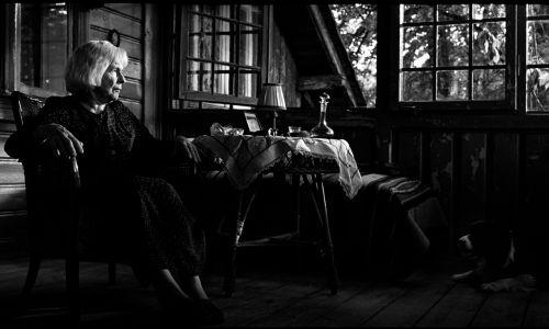 Reżyserka Dorota Kędzierzawska mówiła mi, że ta rola została napisana specjalnie dla Danuty, pod jej konstrukcję psychofizyczną, spojrzenie na świat, jej empatię wobec ludzi.  Danusia zagrała tę rolę w wieku 91 lat – dodaje Paluchowa. Fot. TVP, Remigiusz Przełożny Film