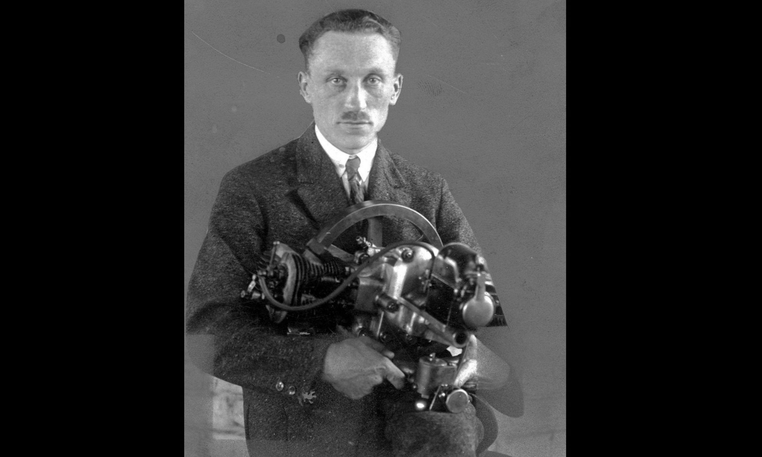 Tadeusz Tański (1892 w Moskwie – 1941 w Auschwitz-Birkenau) przed I wojną światową studiował na École supérieure d'électricité w Paryżu. Następnie konstruował dla firm francuskich i brytyjskich silniki lotnicze. W 1916 r. zbudował największy na świecie 12-cylindrowy silnik o mocy 520 KM do wodnopłatowców, dwa lata później silnik gwiazdowy do lekkich samolotów. W 1919 r. powrócił do Polski i rozpoczął pracę w Sekcji Samochodowej Ministerstwa Spraw Wojskowych (CWS). fot. NAC/IKC, sygn. 1-G-468
