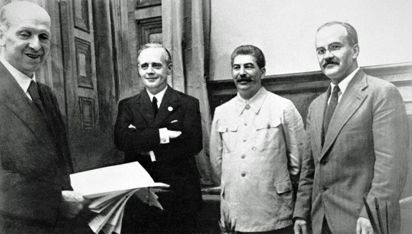 Do paktu dołączono tajny protokół, który dzielił Europę Wschodnią na strefy wpływów (fot. Wiki/cc)