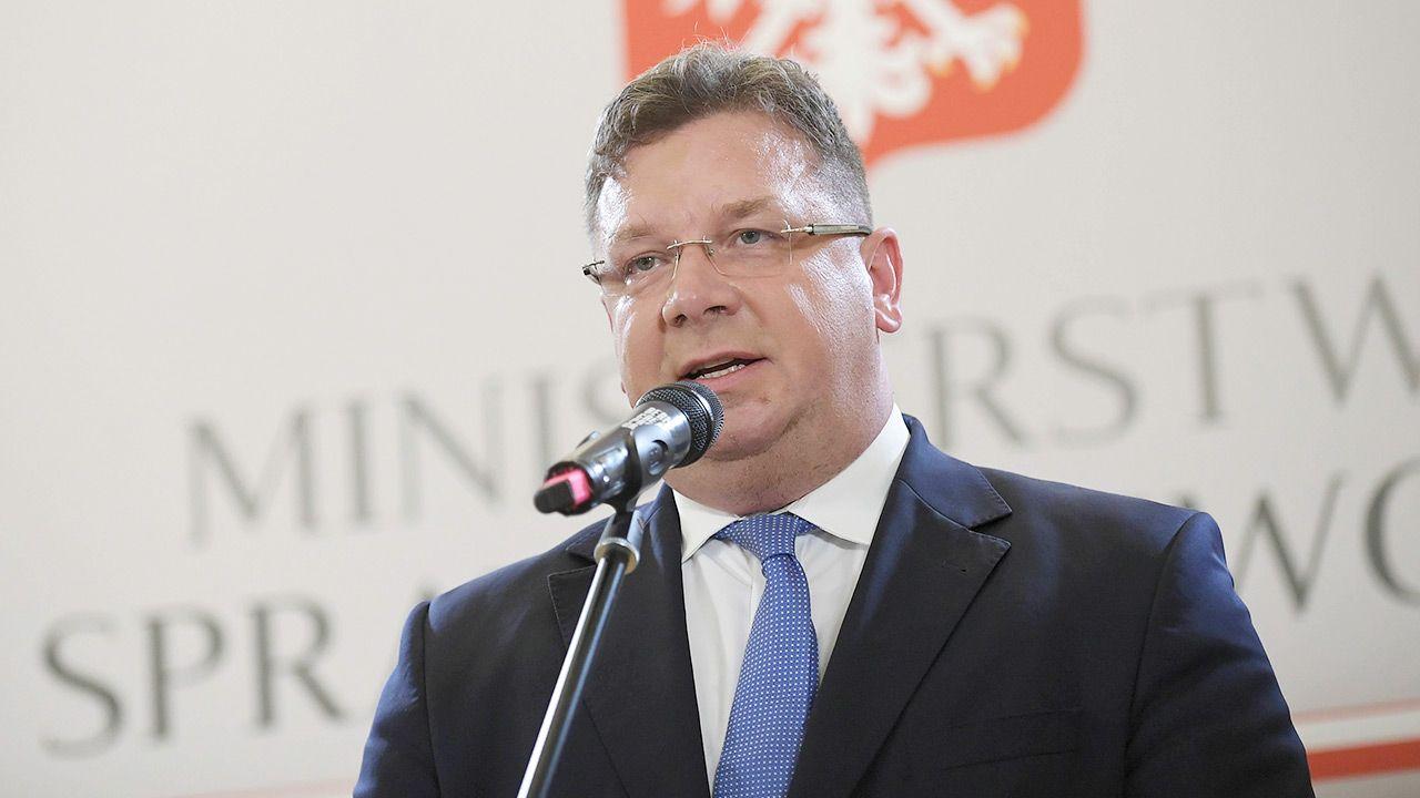 Minister Wójcik przypomniał, że w Sejmie procedowane jest wydłużenie czasu składania skarg nadzwyczajnych. (fot. PAP/Marcin Obara)