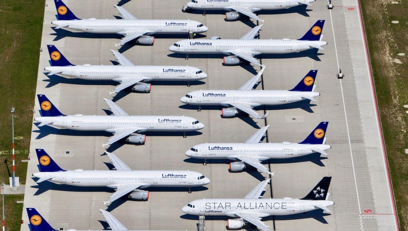 Lufthansa i niemiecki rząd osiągnęły porozumienie w sprawie pomocy dla przewoźnika (fot. PAP/EPA/OLIVER LANG)