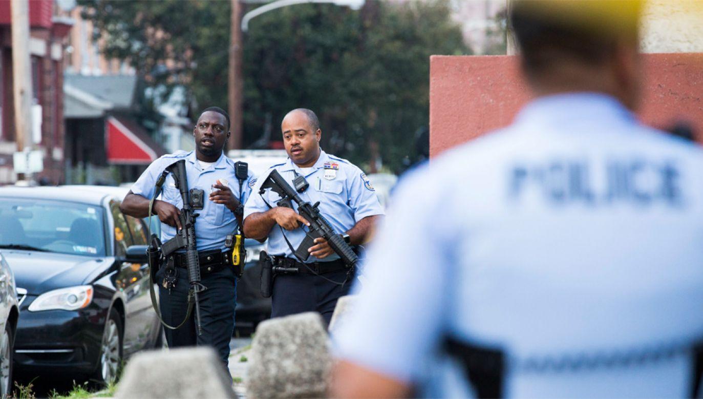 Życiu rannych policjantów nic nie grozi (fot. PAP/EPA/STRINGER)