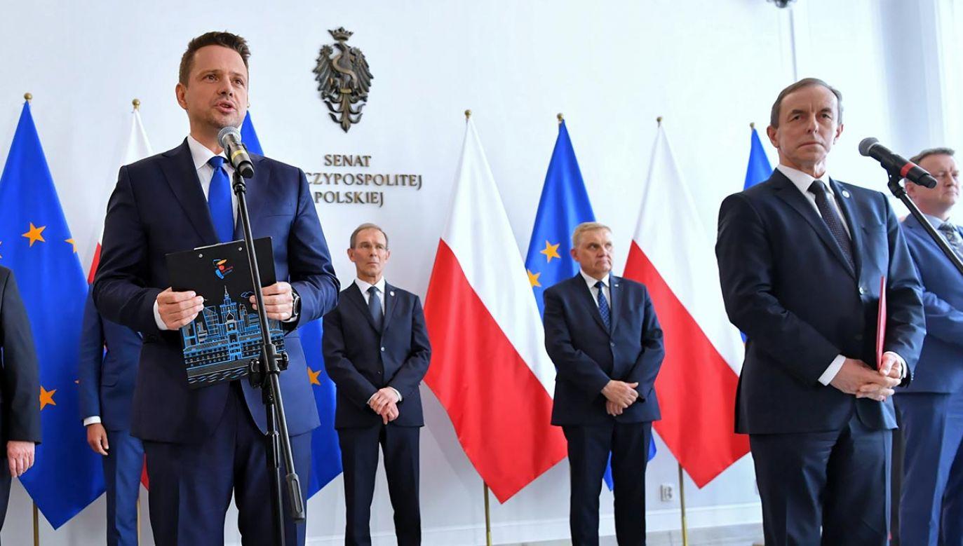 PO zbiera podpisy, mimo braku daty wyborów (fot. PAP/Piotr Nowak)
