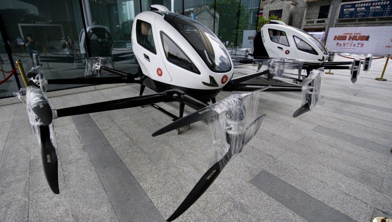 Pojazd eHang 216 reklamowany jest jako pierwszy pasażerski dron (fot. Stringer/Anadolu Agency via Getty Images)