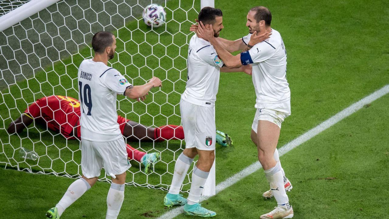 Leonardo Spinazzola (w środku) doznał urazu w meczu z Belgią (fot. Getty)