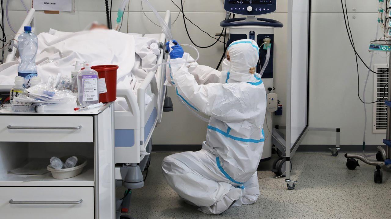 W piątek o 10 858 nowych zakażeniach koronawirusem (fot. PAP/Leszek Szymański)