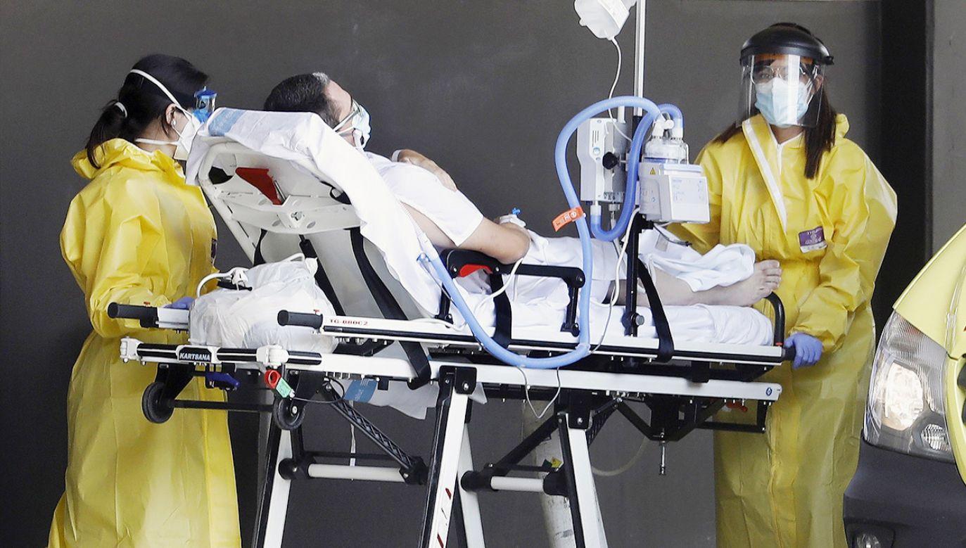 Wykonywane są jedynie operacje w przypadkach wymagających natychmiastowej interwencji (fot. PAP/EPA/Andreu Dalmau)