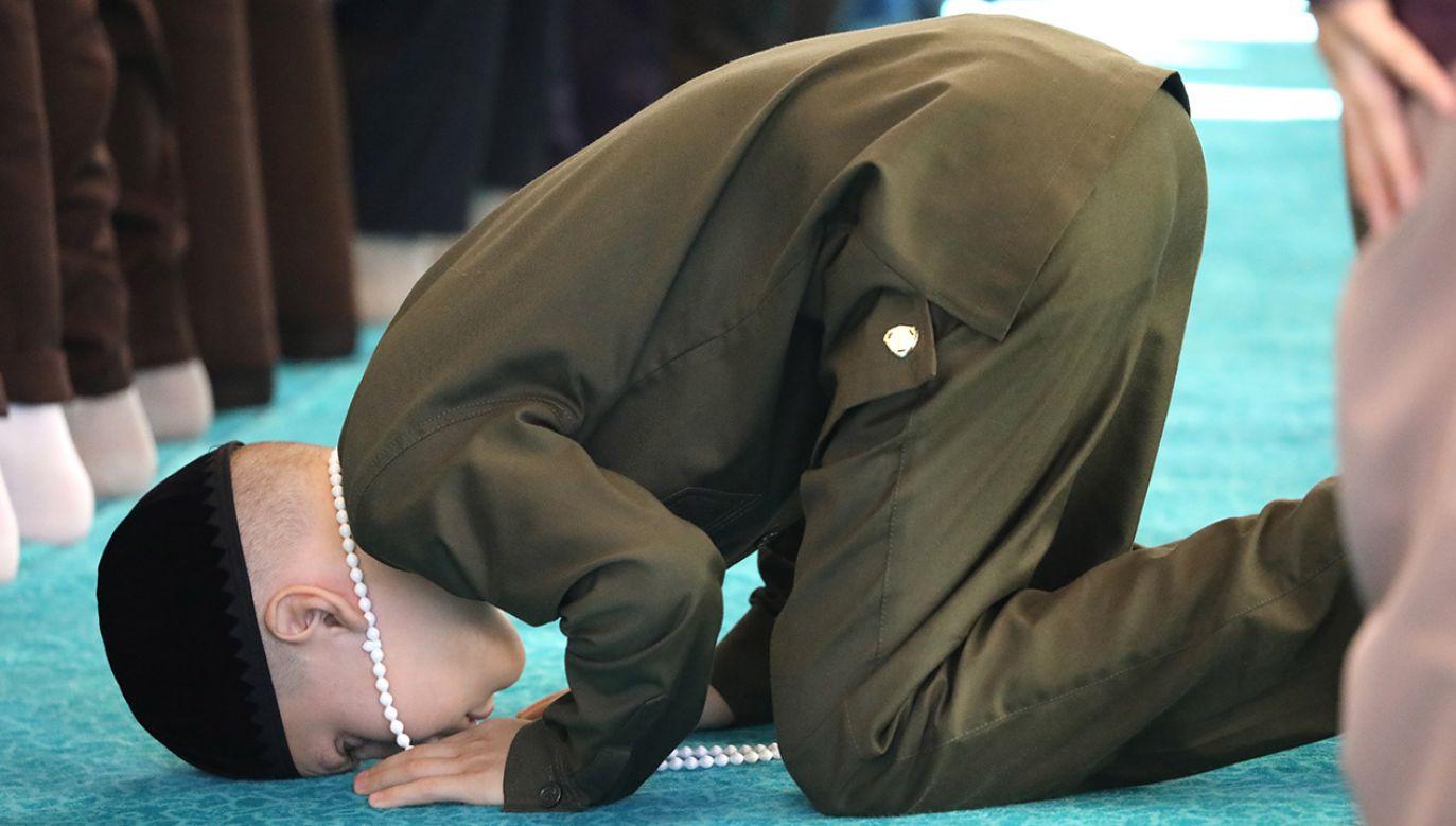 Uznano, że dzieci w szkole były narażone na radykalizację i mogły być rekrutowane przez radykalnych islamistów (fot. Yelena Afonina\TASS via Getty Images0
