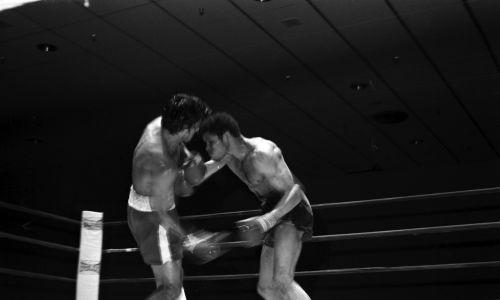 Saoul Mamby, mistrz świata WBC stoczył ostatnią walkę w karierze w 2008 roku, mając 60 lat. Na zdjęciu: walka Mamby (z prawej) z Roberto Duranem w Miami Beach na Florydzie 4 maja 1976 roku. Fot. The Ring Magazine via Getty Images