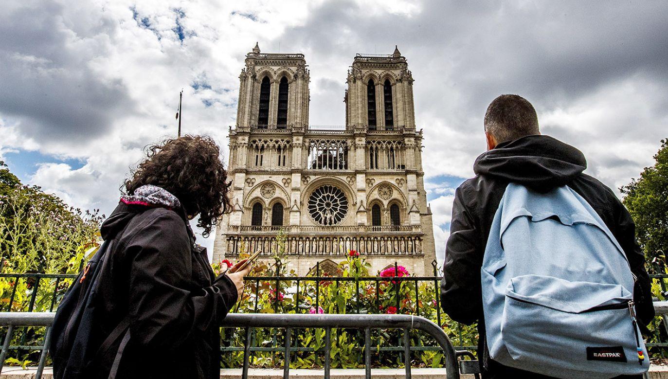 Archidiecezja katowicka zebrała 36 tys. euro na odbudowę katedry Notre-Dame w Paryżu (fot. PAP/EPA/SRDJAN SUKI)