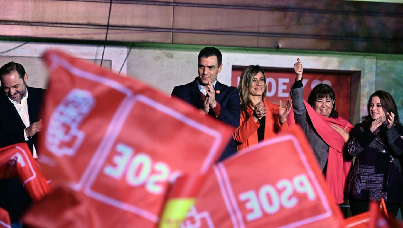 Hiszpańska Socjalistyczna Partia Robotnicza (PSOE)  premiera Pedro Sancheza wygrała wybory (fot. PAP/EPA/Fernando Villar)