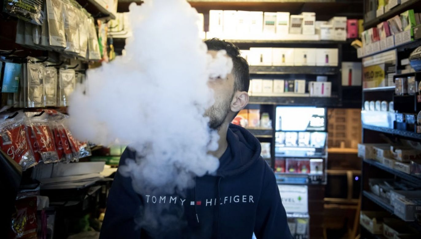 Młody wiek nie chroni przed zakażeniem koronawirusem w tym przypadku (fot. Michael Nagle/Bloomberg via Getty Images)