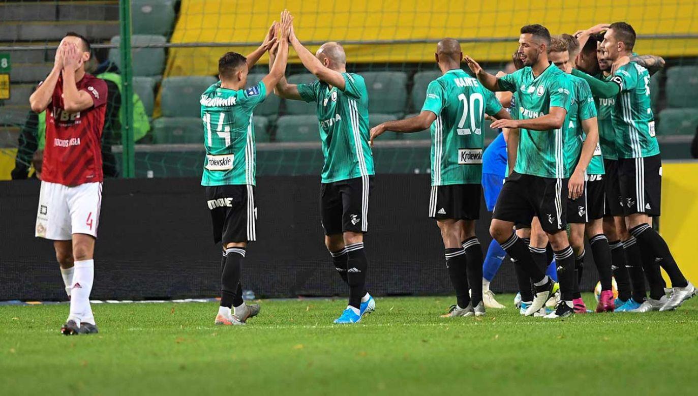 Maciej Sadlok (z lewej) siedmiokrotnie krył twarz w dłoniach po kolejnych golach dla Legii (fot. PAP/Piotr Nowak)