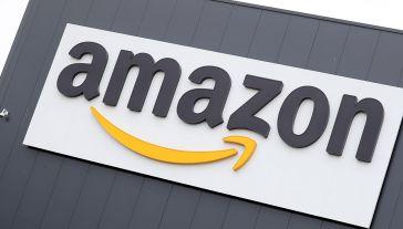 Ze wstępnych ustaleń KE wynika, że Amazon korzysta z wrażliwych informacji na temat sprzedawców na swoim rynku (fot. PAP/EPA/FRIEDEMANN VOGEL)