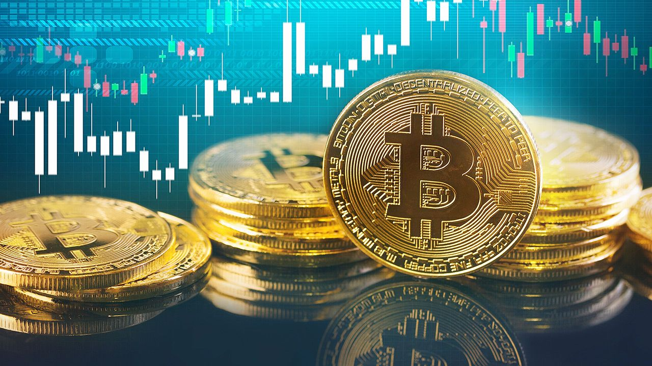 Bitcoin osiąga rekordowe wartości (fot. Shutterstock)