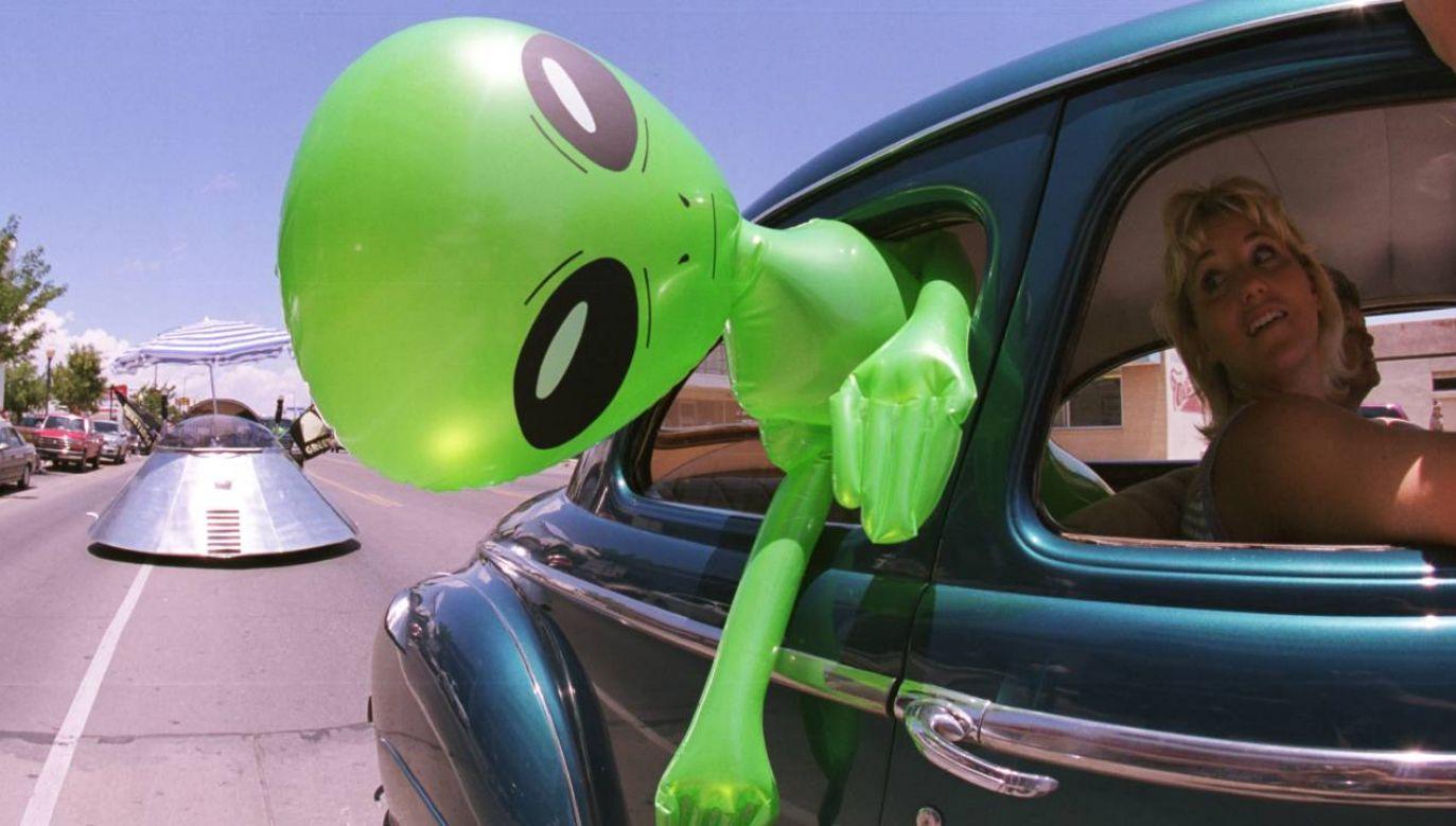Ludzie wierzą między innymi w UFO (fot. Getty Images/Joe Raedle/Newsmakers)