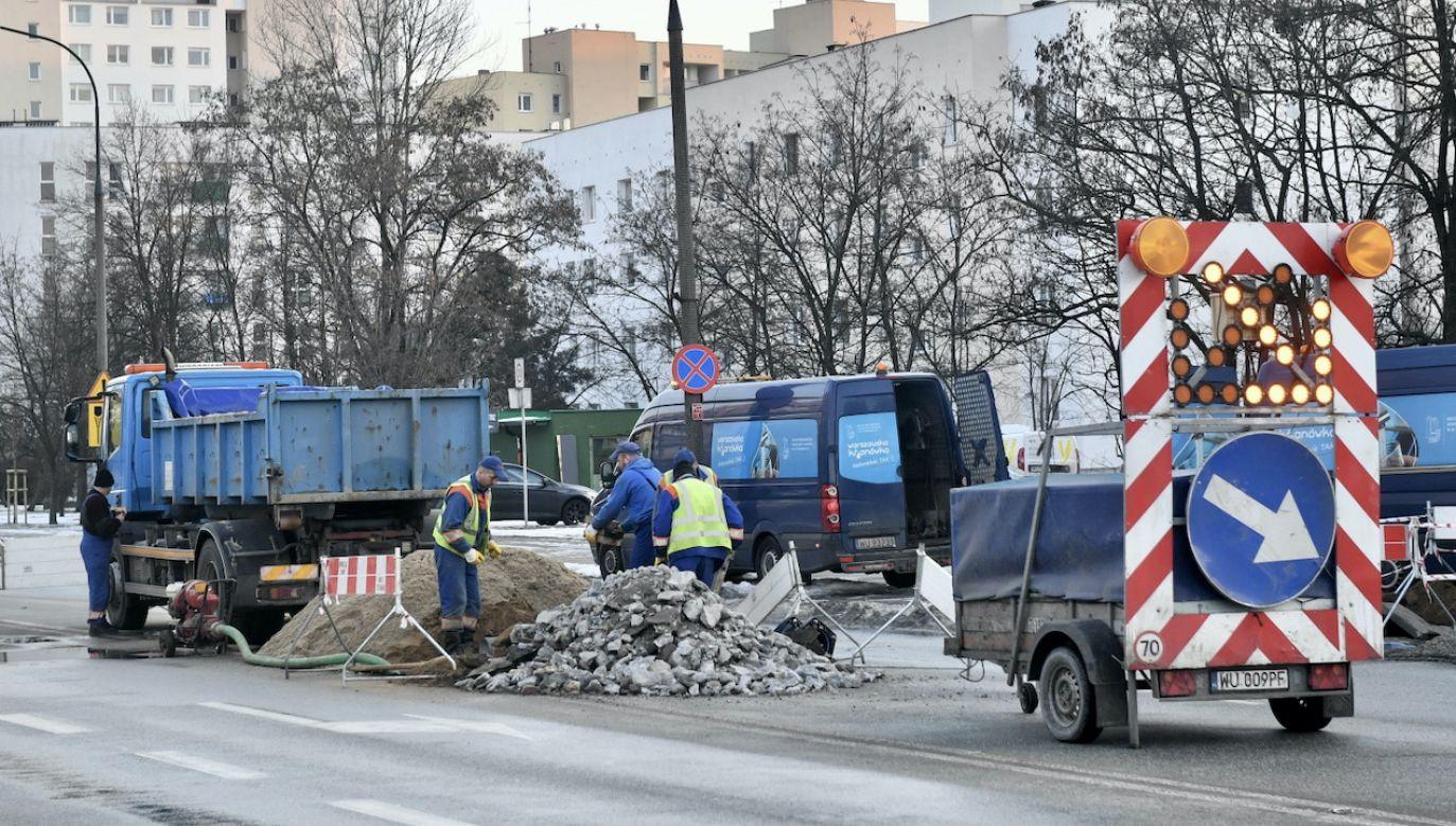 Wody nie ma w dwóch dzielnicach (fot. PAP/Radek Pietruszka)