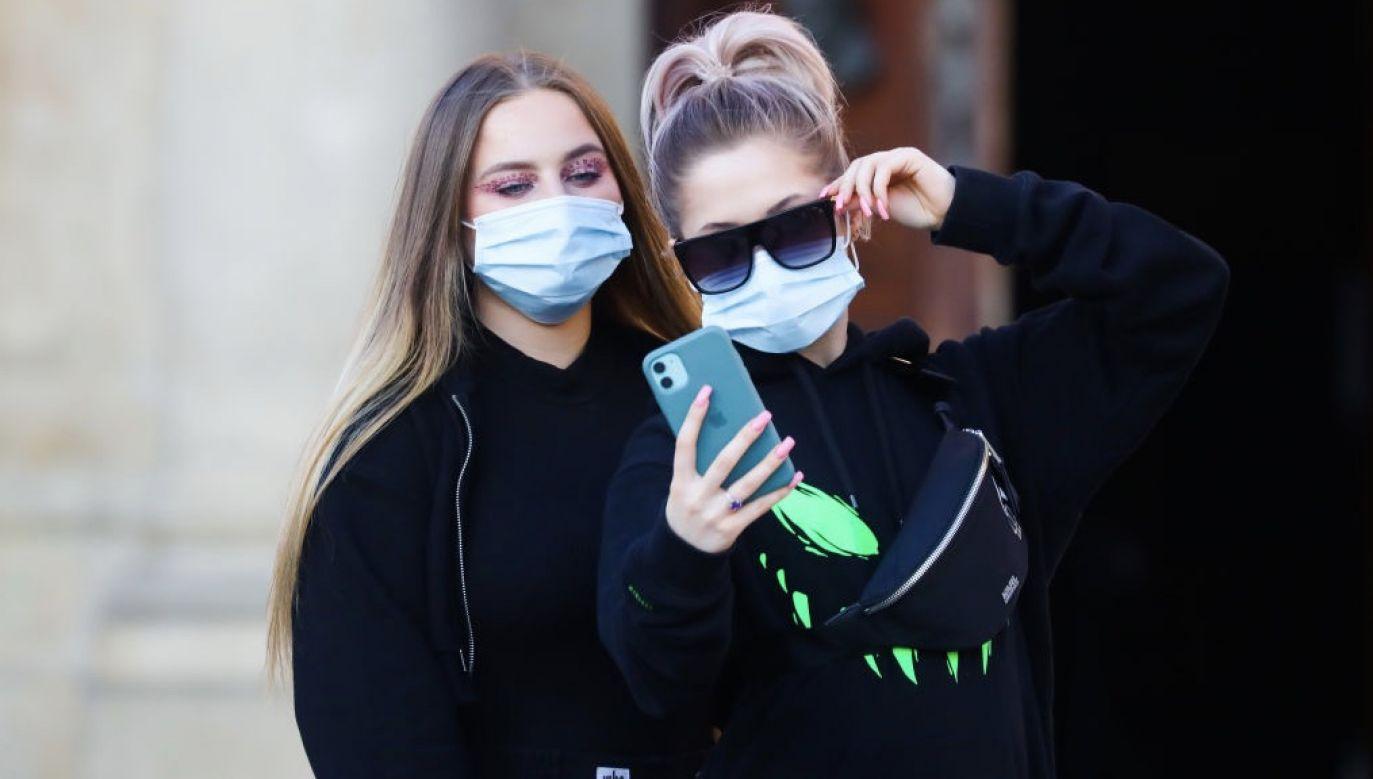 Rzecznik prasowy Ministerstwa Zdrowia zaznaczył, że obecnie ogniska zakażeń koronawirusem są rozproszone (fot. Beata Zawrzel/NurPhoto via Getty Images, zdjęcie ilustracyjne)